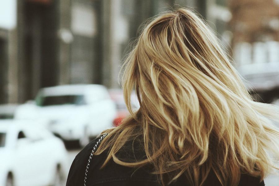 ボリュームのある髪